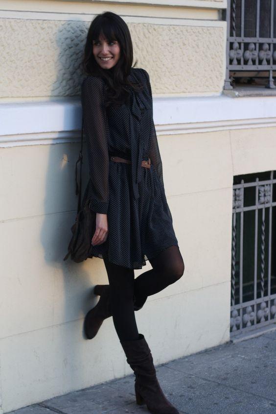 Post de Ana Albadalejo en su blog, con outfit de vestido con topos y botas Paco Herrero.