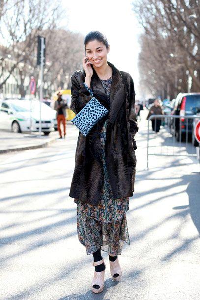CAROLINE ISSA IN THESYKENS' THEORY RESORT 2011 COMSSA IGRAFF JERSEY DRESS