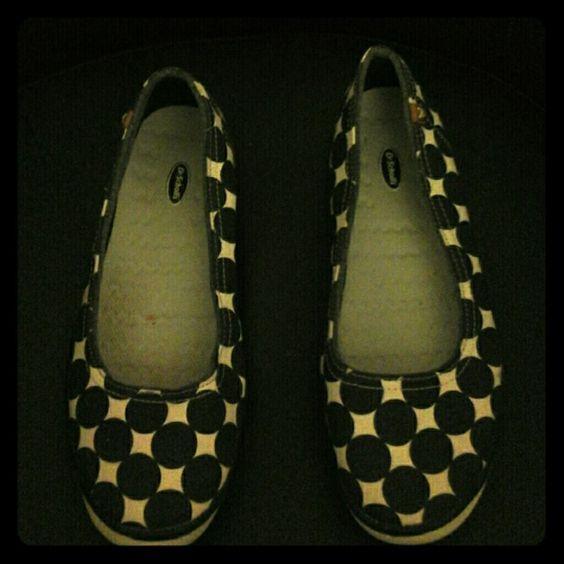 Dr Scholls denim polka dots flat Used Dr Scholls denim polka dots flat size 8 medium in great condition Dr Scholls Shoes Flats & Loafers