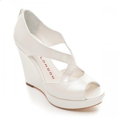Zapatos de novia abiertos con plataforma , Foto Sacha London