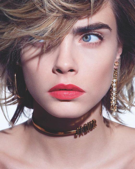 "Cara Delevingne 在 Instagram 上发布:""Happy Lipstick Day ?! #BeDiorBePink with #DiorAddictStellarShine Makeup by @peterphilipsmakeup ? by @ahnjooyoung_ @voguekorea #ad"""