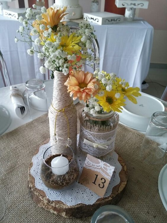 Centro de mesa com garrafas e vidros casamento r stico - Centro de mesa rustico ...