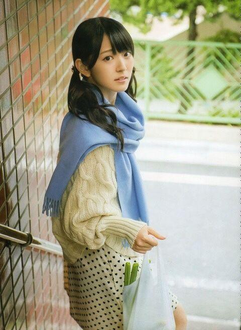 鈴木愛理セーターが似合う可愛い買い物姿