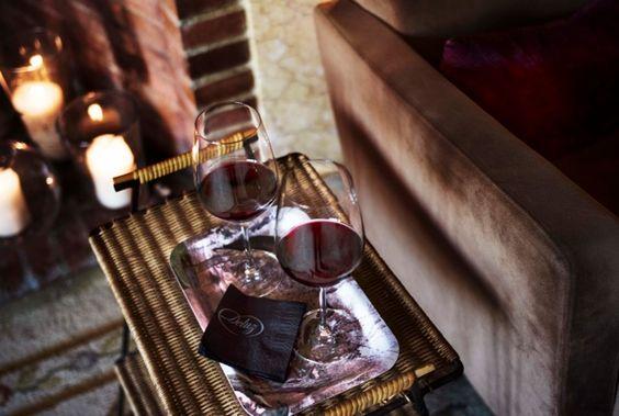 Dos vinos en la Biblioteca Deluz Fotografía María Gorbeña