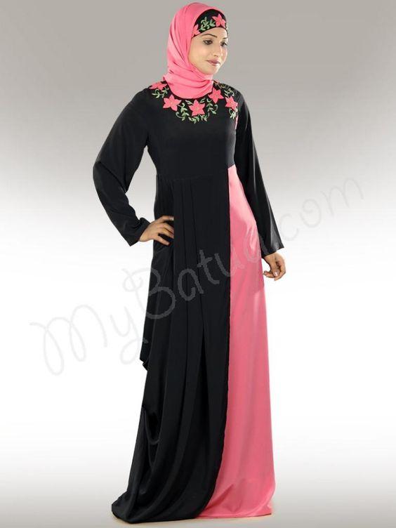 Красива бродирана сладка розова и черна страна носят Abaya |  MyBatua.com Симбра Абая!  Стил №: AY-277 Пазаруване Линк: http://www.mybatua.com/simra-embroidered-pink-black-abaya-fashion Налични размери XS до 7XL (таблица с размери: http://www.mybatua.com/size -Арт / # ABAYA / JILBAB • Кръгла шийка с красива флорална бродерия • Двоен цвят на падане • Плъзгащ се горни слой в талията, осигуряващ ефект на кожуха отстрани • Прав ръкави • Двустранни джобове