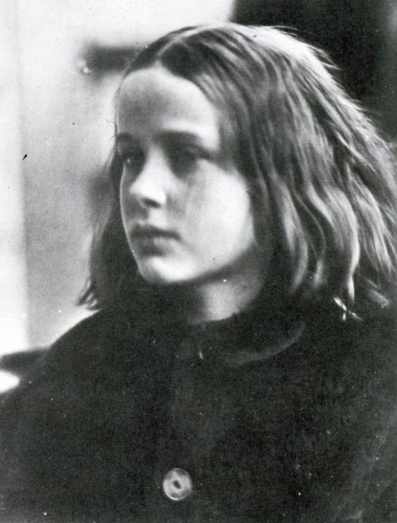 """""""Mi primer éxito"""", dijo de esta, su primera foto. Julia Margaret Cameron. """"Julie, my first success"""". 1865. Técnica: colodión."""