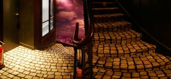 Dettaglio tappeto posato sulle scale