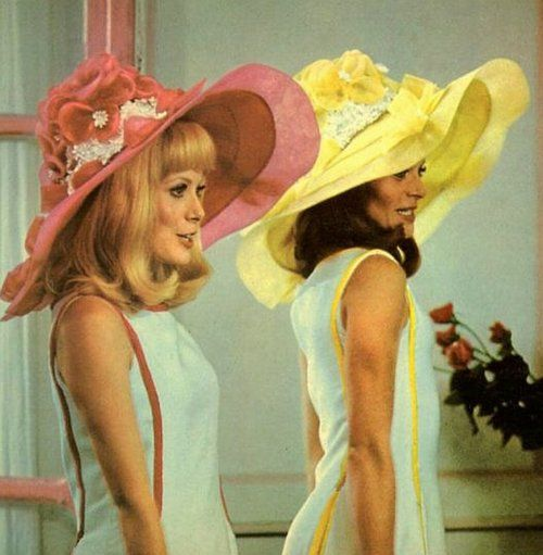 """Les Demoiselles de Rochefort - Movie by Jacques Demy    """"Nous sommes deux sœurs jumelles nées sous le signe des gémeaux..."""""""
