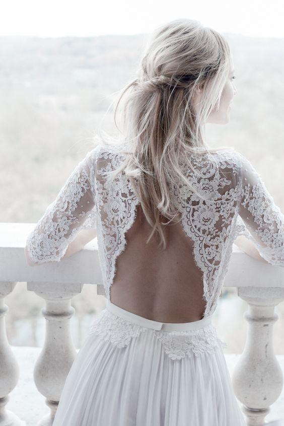 Der Ausschnitt muss beim Brautkleid nicht immer vorne sein - viel aufregender sind Modelle mit tiefen Rückenausschnitten. Diese Roben sind wunderbar sinnlich...