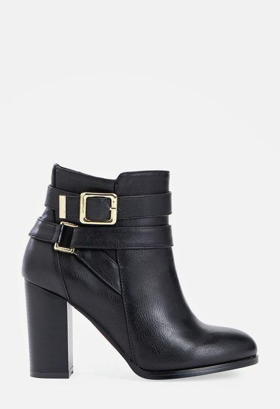 Restez dans la tendance rebelle avec cette paire de bottines en similicuir grâce au talon épais et la double boucle qui accentue votre look....
