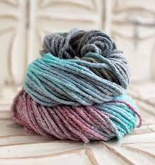 lanas en cestos y texturas suaves