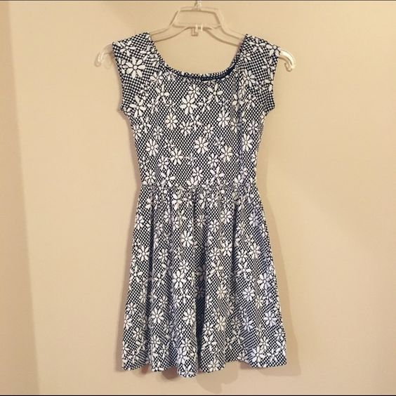Xhilaration Daisy Dress Adorable dress with a sweet daisy pattern! Thicker fabric. Only worn a couple times! Xhilaration Dresses