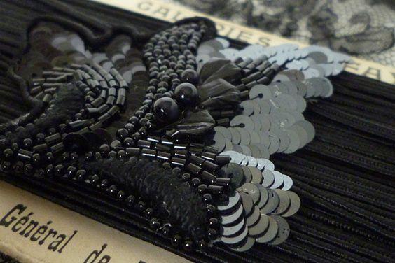 lessonlv3-rocaille-noir.jpg (600×400):