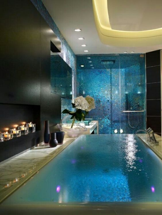 luxuriöses badezimmer gestalten kleiner pool eingebaute beleuchtung