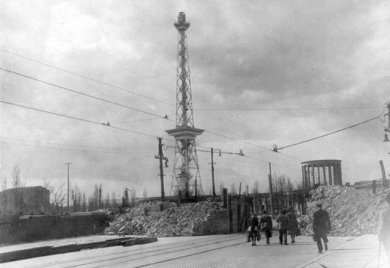 Strassensperre im Maerz 1945 am Funkturm