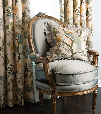 Such a plush French sidechair with @Fabricutfabrics for the draperies! j'aime.