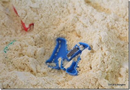 Put letters in cornmeal, they pull them out and name the letter: Letters Fun, Abc, Sensory Letter, Play Ideas, Letters Literacy Activities, Activities For Toddlers, Preschool Alphabets