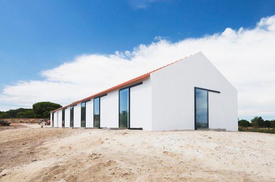 Wohnhaus Sitio da Leziria in Alcácer do Sal - Geneigtes Dach - Wohnen - baunetzwissen.de