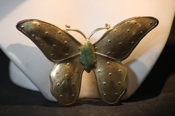 Vintage Gold Tone Jade Stone Butterfly Pin. Starting at $5 on Tophatter.com!http://tophatter.com/auctions/18833