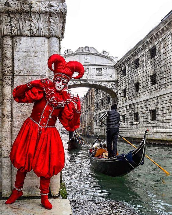 Carnival in Venice ♠ photo by (@kavalaomer) su Instagram