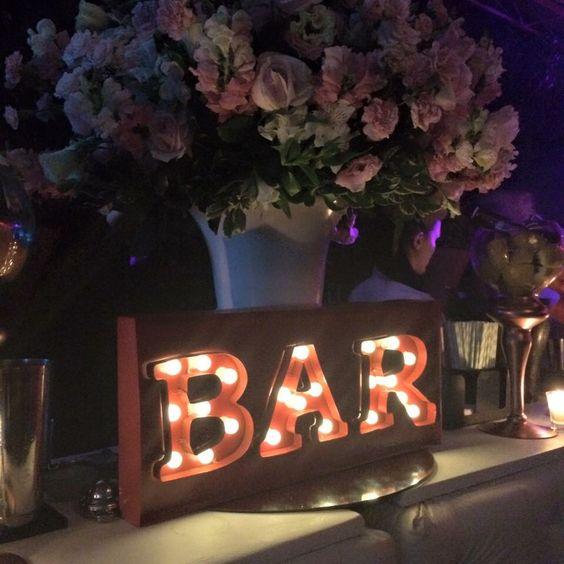 "Placa iluminada ""BAR"" Esta é da Wedding Shop"