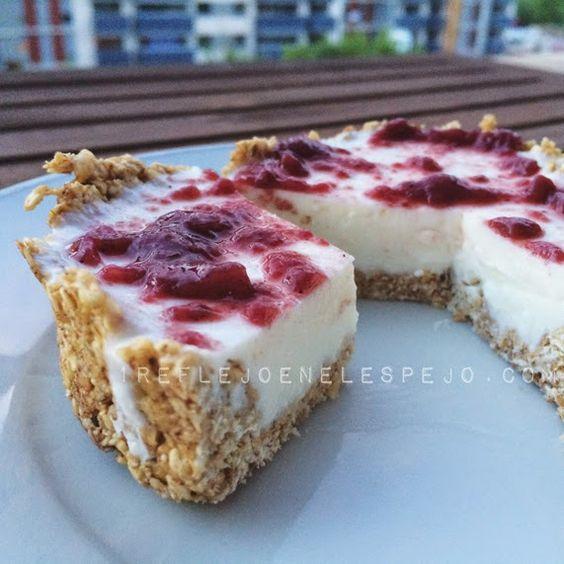 mi reflejo de la 48 a la 36: Tarta de queso fit INGREDIENTES (para 1-2 personas!!!!): -Base- 3 cucharadas colmadas de copos suaves de avena 2 claras canela -Relleno- 3 cucharadas de queso quark 1 cucharada de queso de untar light (o 2 quesitos light) 3 gr de stevia 1 hoja de gelatina neutra (podríais sustiturla por agar-agar !!) -Capa- Mermelada light (la que quieras)