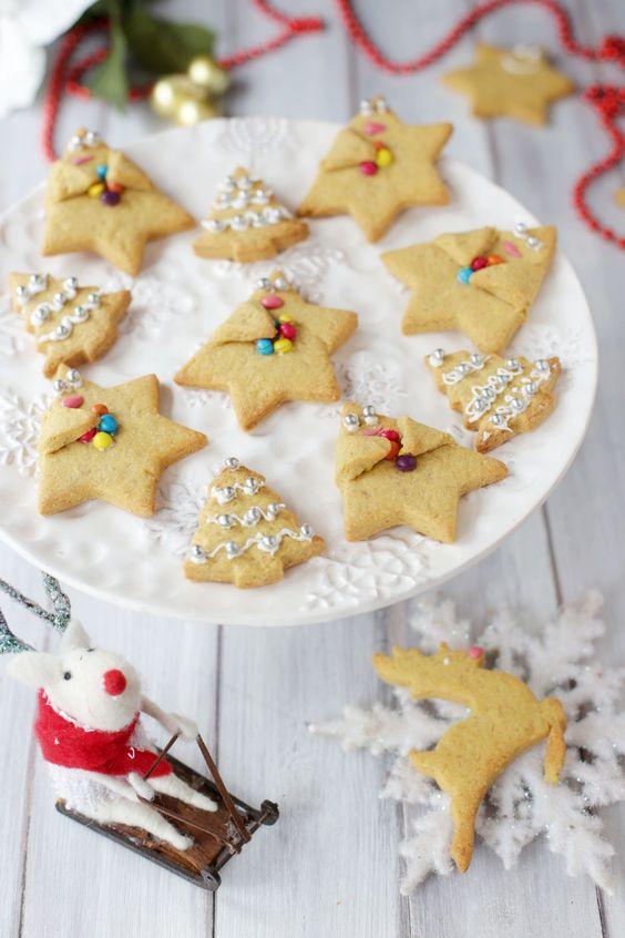 Oggi vi voglio lasciare la ricetta dei profumatissimi biscotti alla cannella e miele, perfetti da regalare e da mettere nel calendario dell'avvento perchè si