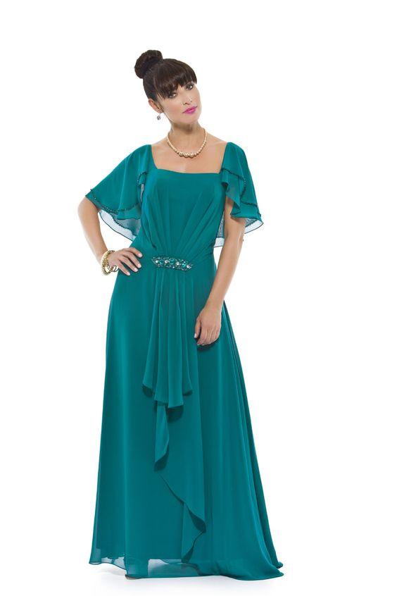 Vestido longo em seda mista com mangas duplas que formam uma estola nas costas com acabamento bordado em miçangas. Cod. 101632