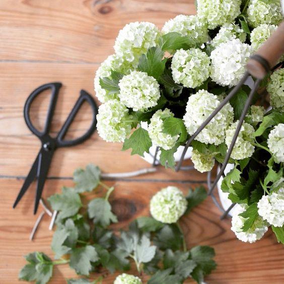 Nouvelle brassée de fleurs pour ma lampe récup' je vous souhaite une belle journée ☀️ #marielapirate#blogdeco#athome