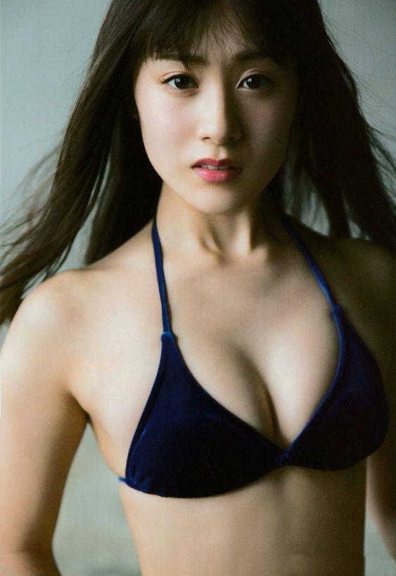 水着ですました顔の加藤美南