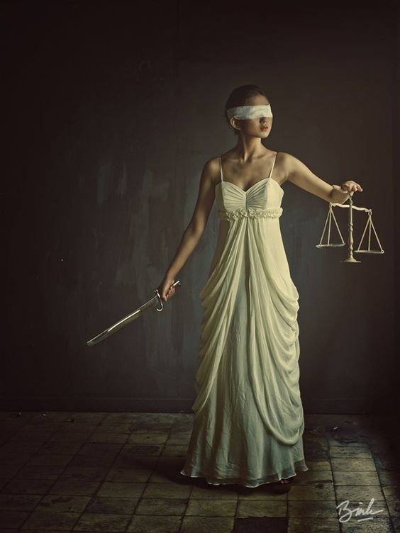 How is justice (or injustice) present in the plays Antigone and The Tragedy of Julius Caesar?