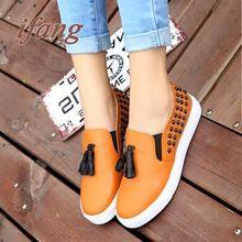 22015 nuevas mujeres del resorte zapatos de cuero mujer zapatos planos guisantes planos zapatos perezosos ocasionales remaches borla el envío rápido(China (Mainland))