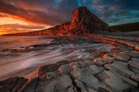 http://pixdaus.com/painting-on-red-photo-by-tomasz-janicki-seascape-nash-point-/items/view/598435/
