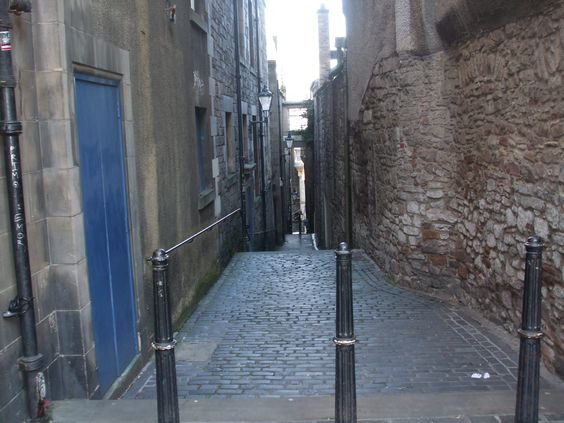 Typical 'close' (small lane) between two streets in Edinburgh, Scotland.