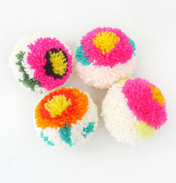 tuto pompon motif fleur patron pompon pinterest. Black Bedroom Furniture Sets. Home Design Ideas