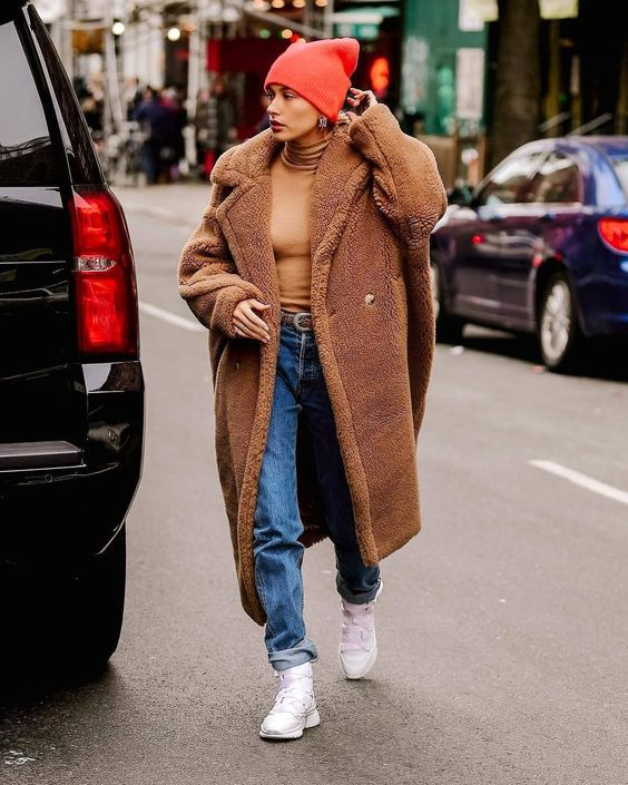Teddy coat, oversize fit teddy coat in brown, teddy coat and beanie hat and sneakers street style