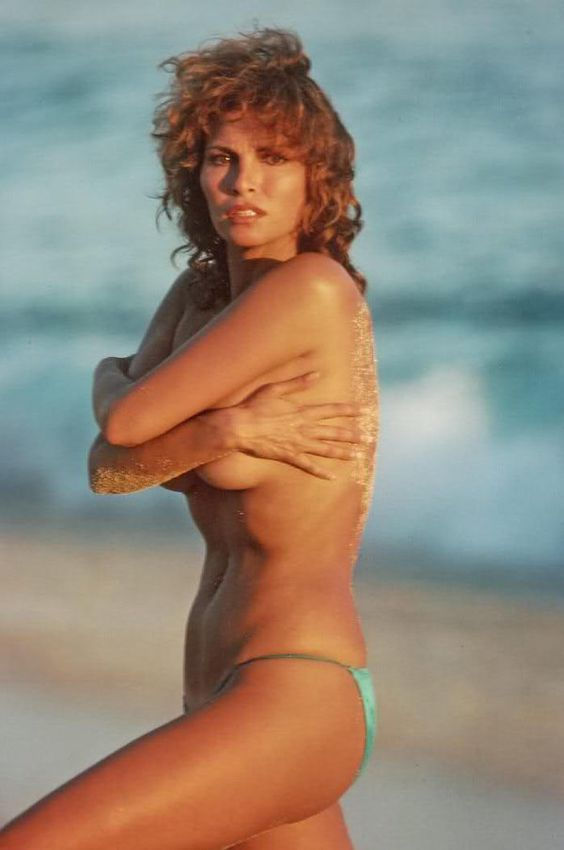 Raquel Welch young hottest pics, gifs, and sexy bikini photos. (28)