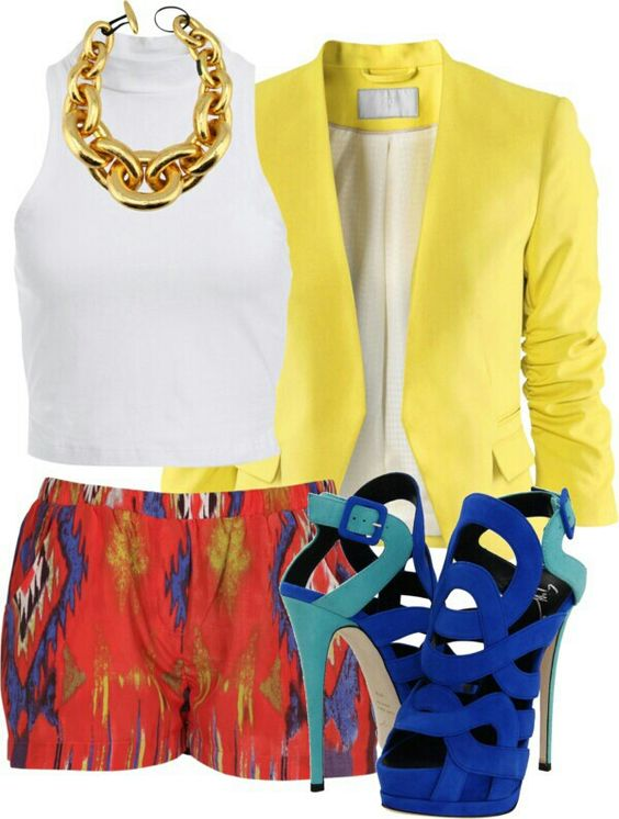 Color blocking outfit, I would like to see the shorts a little bit longer. Obviously gorgeous outfit!