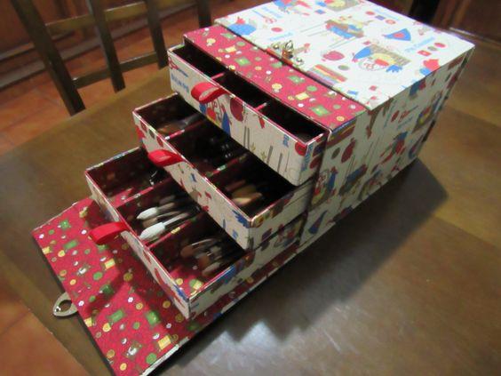 Porta pincéis  em cartonagem, kit Atelier das Artes.