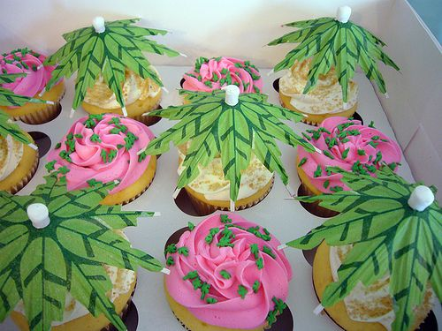Hawaiian cupcakes by House of Sweets Bakery, via Flickr
