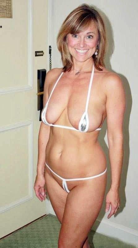 natural big mature breast in microbikini | Sexy milfs and mature ...