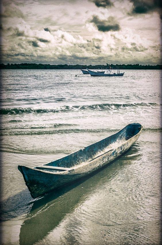 Canoa de Madeira Na Ilha do Superagui