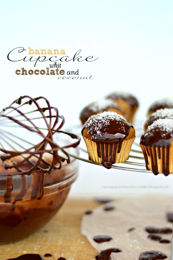 PANEDOLCEALCIOCCOLATO: Banana Cupcake whit chocolate and coconut e quelli che Cagliari!