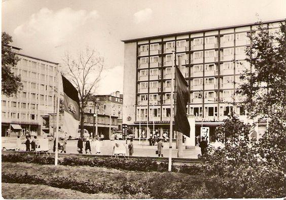 ZVAB.com: Chemnitz (von 1953-1990 Karl-Marx-Stadt). Hochhaus mit ...