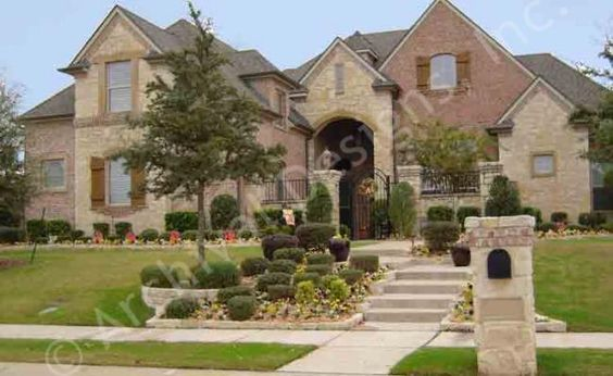 Ridgeview Ranch House Plan - Courtyard - Front 2
