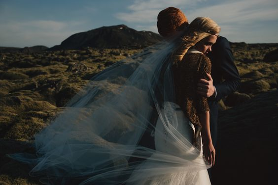 Bride and Groom Elope to Iceland to Explore Breathtaking Natural Landscapes - My Modern Met