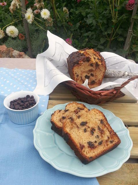 Caramel and Chocolate Chunk Cake / Bizcocho de Pepitas de Chocolate y Caramelo | honey & figs