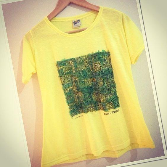 Camiseta (Tam M) com estampa do quadro do  Artista Plático Carlos Sergio Brorges, por um Brasil Melhor R$ 55,00