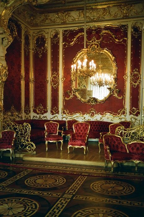 Old Victorian Furniture Love Burgundy And Gold Together