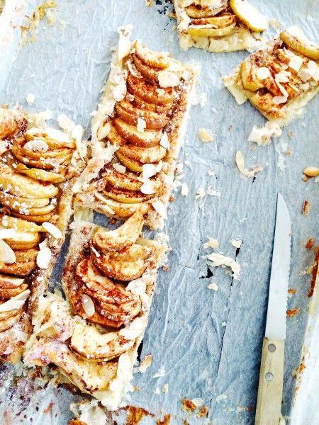 Super eenvoudig en snel recept voor herfstige plaattaart met appel, kaneel & amandelen. Afgelopen weekend deze taart spontaan voor mijn zus gemaakt en deze viel